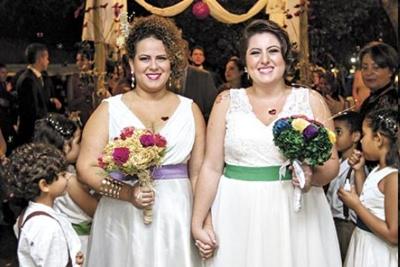 O casamento de Andressa e Dianne ocorreu na escola e contou com a participação de pais e alunos